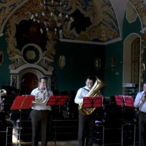 музыкальный ансамбль медных духовых инструментов с ударными